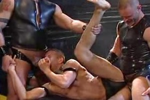 These 3 guys love leather & fuck